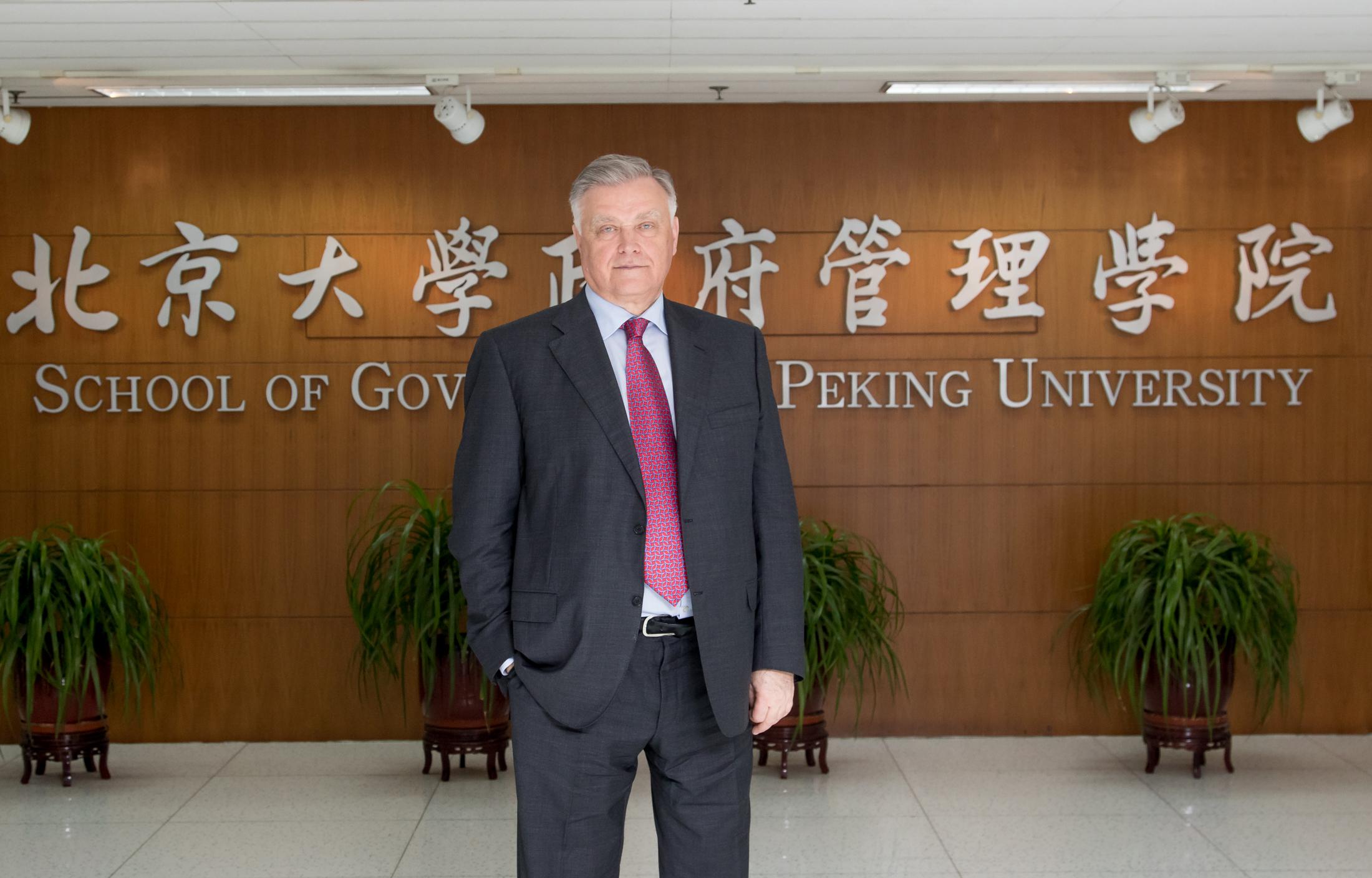 Заведующий кафедрой государственной политики МГУ, доктор политических наук В.И. Якунин стал приглашённым профессором Пекинского университета (Peking University)